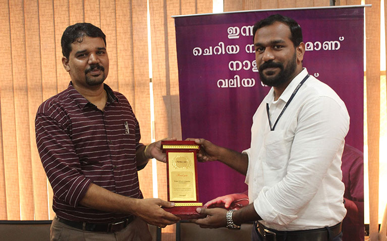 Token of Gratitute to Manoj by Sajith | Pentagon India Office